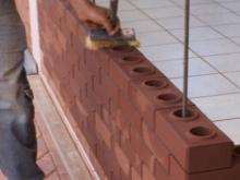 Miezuri atunci când se aduc cărămizi pereți Lego