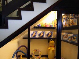 Ruang Di Bawah Tangga 93 Gambar Dapur Di Rumah Negara Dan Idea Idea Yang Tidak Biasa Pintu Dan Rak Ruang Penyimpanan Dan Perapian Di Kediaman Persendirian Di Bawah Reka Bentuk Tangga Dan Pilihan