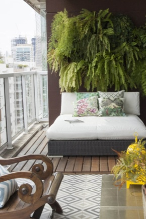Canapés sur le balcon