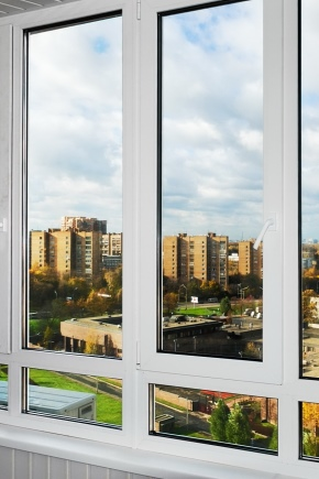 Vitrage de balcons avec fenêtres en plastique
