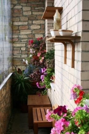 Decorating the balcony with decorative stone