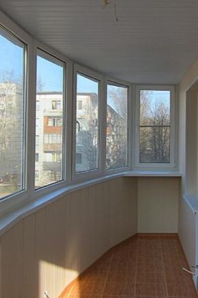 Finishing the balcony with plastic panels