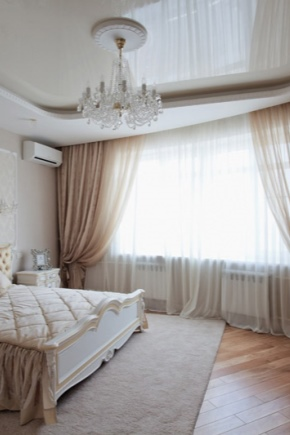 Classic curtains in the bedroom