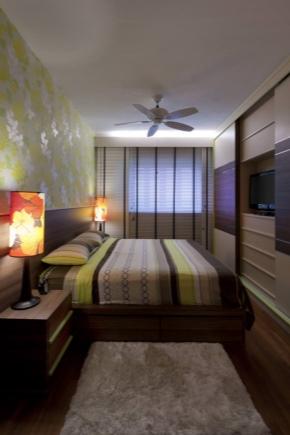 एक संकीर्ण बेडरूम के लिए एक डिजाइन चुनें