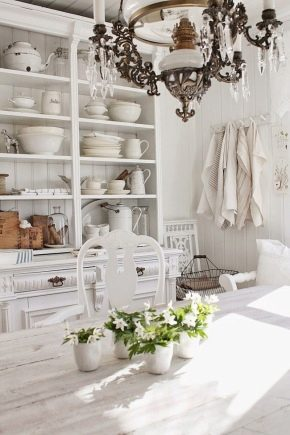 Armoires de style provençal à l'intérieur