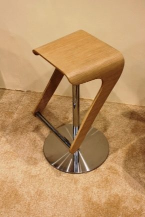 Bar designer stolar i en modern inredning