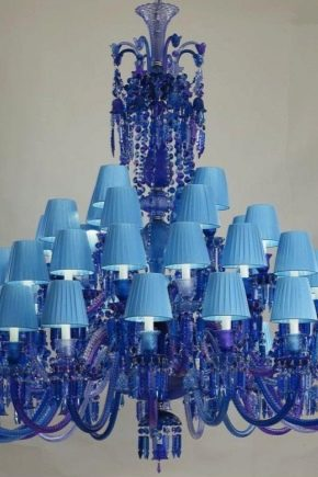 Chandeliers in blue colors: a combination in the interior