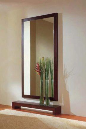Miroirs muraux dans le couloir