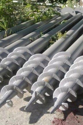 Skruva högar för ett staket: Egenskaper av val och subtilitet av installationen