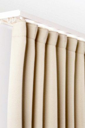 Hur man väljer gardiner för gardiner under sträcktaket?