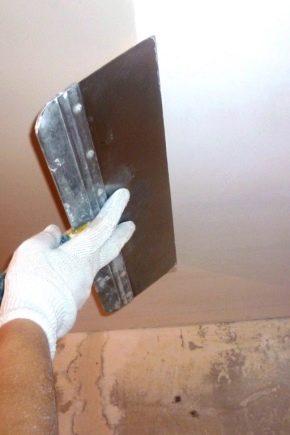 Come allineare il soffitto con le tue mani?