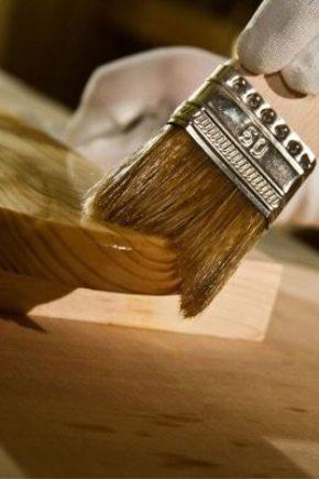 Vernis pour le bois: caractéristiques à choisir