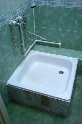 Pallar för duschkabiner från det emaljerade stålet från de ryska tillverkarna