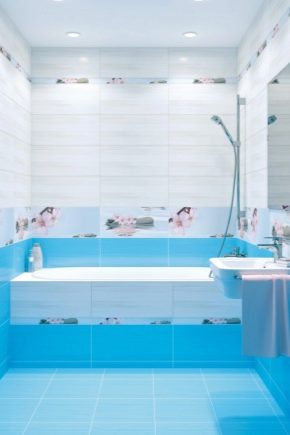 Blå kakel i badrumsinredning