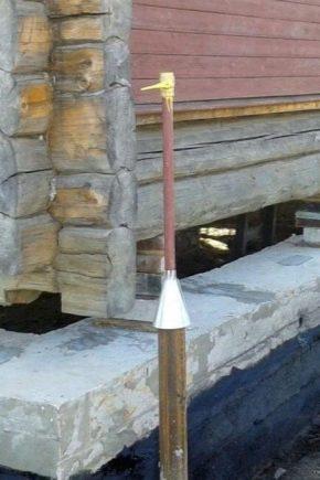 Sostituendo e rafforzando la fondazione sotto una casa in legno