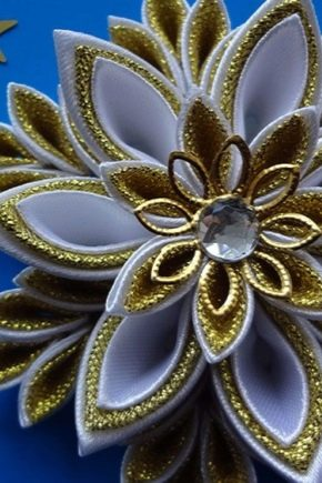 Christmas decorations in the kanzashi technique: types and manufacturing