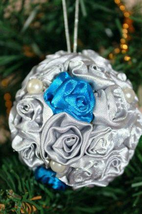 Göra och dekorera julbollar med egna händer