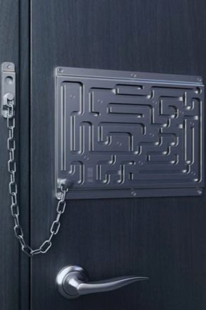 Door chains: variations and installation methods