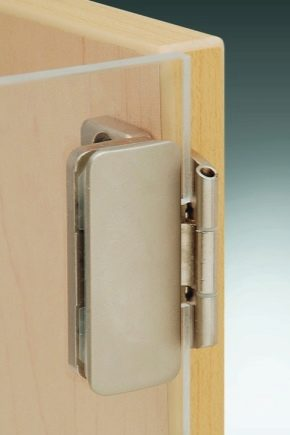 How to choose and install a magnetic latch on the balcony door?