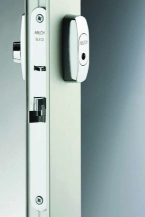 Electromechanical latches on the door: features and device