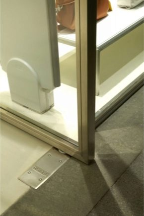 Features of floor closers for glass doors