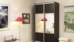 Sliding wardrobe with a mirror