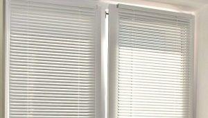 Hur man installerar horisontella persienner på plastfönster?
