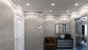 Decorative plaster in the hallway