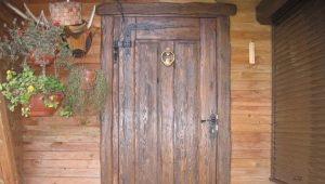 लकड़ी के घर के दरवाजे
