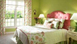 Vad är gardinerna lämpliga för grön tapeter?