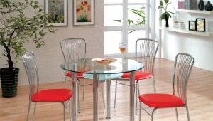 Tables en verre Ikea à l'intérieur