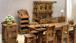 Tables en pin massif à l'intérieur