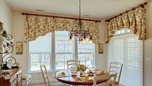 Design av korta gardiner till vardagsrummet: vackra fönsterdesignidéer