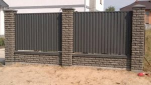Making a fence of bricks and corrugated their own hands