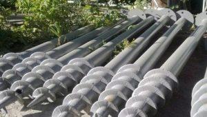 Pieux vissés pour une clôture: caractéristiques du choix et subtilité d'installation