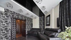 Faux-plafond noir et blanc à l'intérieur
