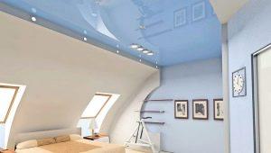 Plafond tendu dans le grenier: exemples de design