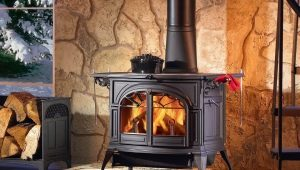 Iron fireplace: features of the device and manufacturing