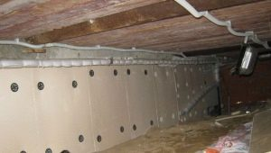 Modalități de izolare a fundației într-o casă din lemn din interior