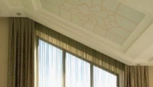 Välja gardiner på det fasade fönstret