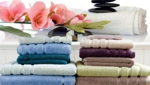 How to fold a towel compactly?