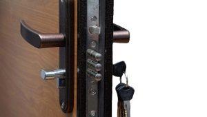 วิธีการซ่อมแซมกุญแจล็อคที่ประตูเหล็กด้านหน้า?
