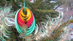 Hur man gör leksaker på julgranen med egna händer?