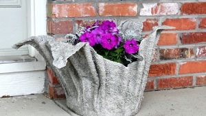सीमेंट और कपड़े के बगीचे के फूलों को अपने हाथों से कैसे बनाया जाए?