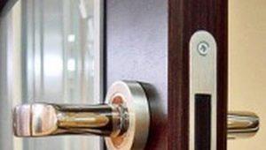 การเลือกและติดตั้งล็อคร่องสำหรับประตูภายใน