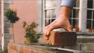 Come stuccare i giunti di mattoni?