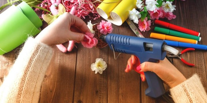 Comment utiliser un pistolet à colle chaude?