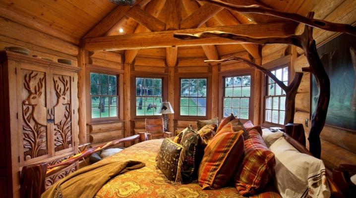 लकड़ी का बेडरूम