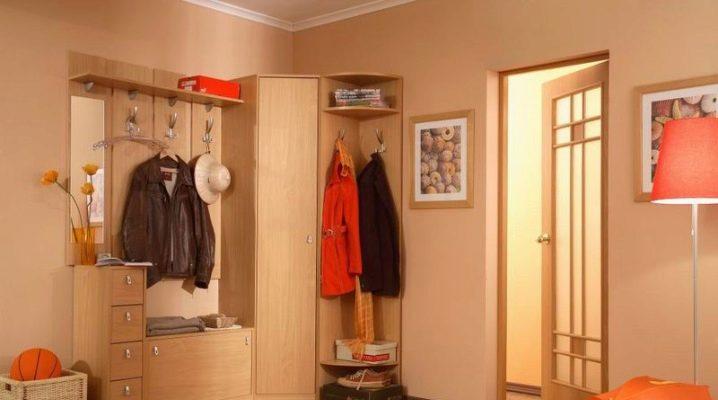 Petites armoires de coin