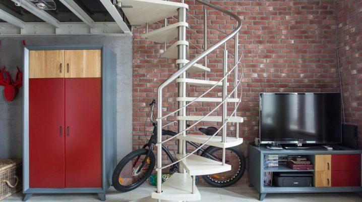 Loft-garderober i inredningen